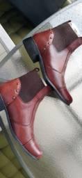 Título do anúncio: Bota couro cano curto marrom 38