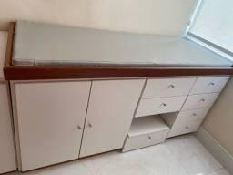 Maca com gavetas e escada para consultório