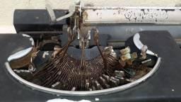 Olivetti Italiana, década de 30, Máquina de escrever, antiga