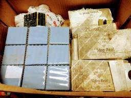 Lote de azulejos de vidro e cerâmica para artesanato.ou mosaico