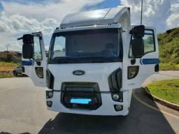 Caminhão Ford Cargo 1319 Baú
