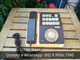 Aparelho telefônico antigo