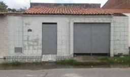 Casa com garagem na rua da Fatene