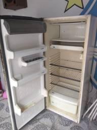 Vendo geladeira R$150,00
