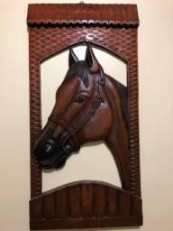Cavalo esculpido em madeira Argentina