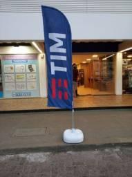 Wind banners personalizado com haste de alumínio e base plástica.