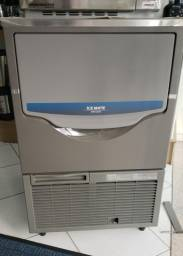 Maquina de gelo em cubo Hoshizaki 60kg / 24h SRM-60 (nova) Alecs