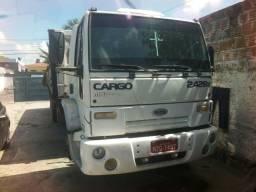 Título do anúncio: Vende-se e troca-se Ford Cargo 2428