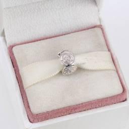 Título do anúncio: Pandora novíssimo c certificado berloque jardim de rosas em prata 925 e esmalte italiano