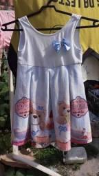 Título do anúncio: Vendo esse vestido infantil vêst até 5 anos usado apenas 1 vez