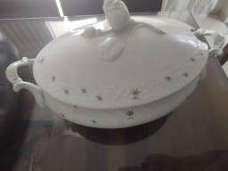 Título do anúncio: Sopeira de porcelana da Beatriz
