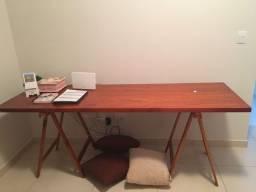 Título do anúncio: Vende-se mesa com cavaletes