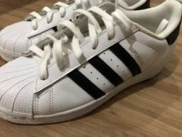 Título do anúncio: Tênis Adidas Superstar - Quase novo