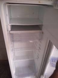Vendo geladeira. Semi Nova