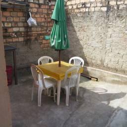 Título do anúncio: Mesa com 4 Cadeiras e Guardsol