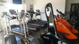 Lote de maquinas, equipamentos e acessórios de academia