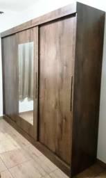 Guarda roupas 3 portas de correr + espelho, material de primeira, pouquíssimo uso