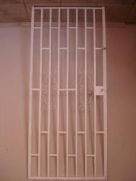 Porta de ferro reforçada para casa ou escritório