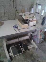 Duas máquinas de costurar