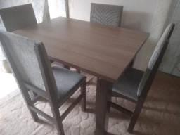 Mesa tampo de madeira 1.40x80 com 4 cadeiras