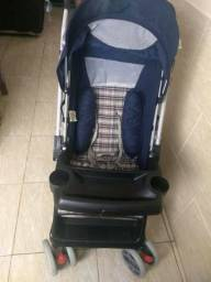 Carrinho com bebê conforto