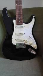 Guitarra Menflis - troco em um contra-baixo