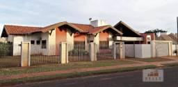 Vende-se linda casa de laje com área construída de 330,00 m2 e terreno de 1.350,00 m2 no B