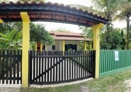 Excelente Casa de Esquina com amplo quintal apenas 300mts do mar - BalneárioItapoá