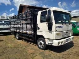 Impecável Ford Cargo 815 e - ano 2010, direção hidráulica, com carroceria boiadeira