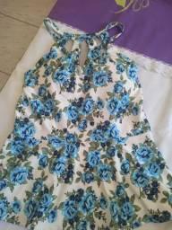Blusa branca florida de azul