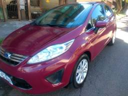 Lindo New Fiesta Sedan 1.6 completo