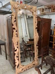 Espelho com moldura em madeira rústica