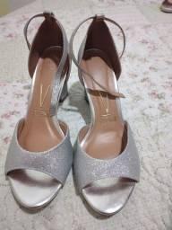 Linda sandália prateada