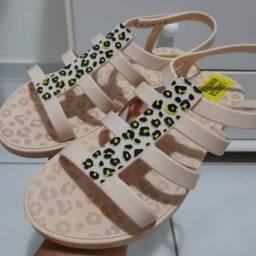 Sandália e sapatilha