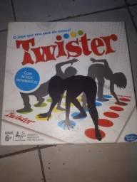 Twister novo e completo