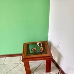 """Título do anúncio: """" mesa de canto em madeira e vidro"""""""