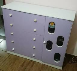 Cômoda infantil lilás/branca 5 gavetas + 1 porta com 2 prateleiras muito conservada
