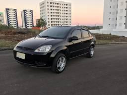 Fiesta 1.6 Sedan Entrada de R$4000 - 2005