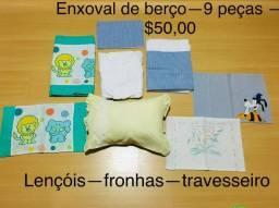 Enxoval de Berço- 9 peças ? -2 conjuntos de lençóis - 5 peças -3 fronhas -travesseiro
