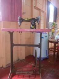 Máquina de costurar normal