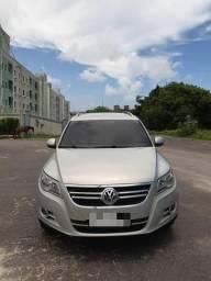 Carro prata VW Tiguan 2.0 TSI - 2011