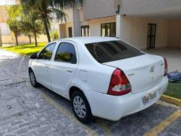 Vendo Etios Sedan muito conservado - 2015