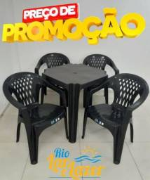 Jogo de mesa e cadeiras de plastico