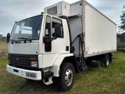 Cargo 1215 reduzido, 6 cilindros, motor cummins, DH - 1999 c/ baú frigorífico