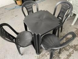 Título do anúncio: Boa tarde Manaus venha ja comprar no atacado mesa e cadeira preta de plastica nova