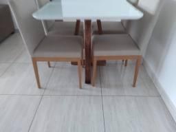Título do anúncio: Mesa de jantar madeira e acabamento laka de 4 lugares nova