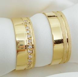 Par de aliança em ouro 18k direto com o fabricante textura e pedras