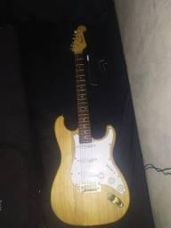 Título do anúncio: Guitarra Stratocaster Nolan (Madeira) + Amplificador GT150 Sheldon