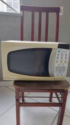 Título do anúncio: Micro-ondas Electrolux  $$ 180