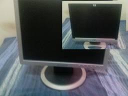 Título do anúncio: 2 Monitores de 15 polegadas  um SAMSUNG e o outro HP